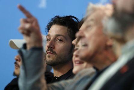 Diego Luna en la rueda de prensa con el jurado internacional de la Berlinale.