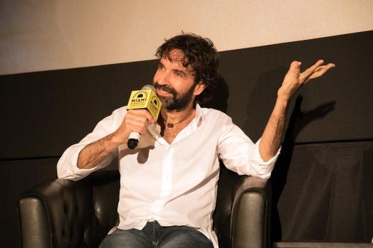 Mateo Gil en el estreno mundial de 'Las leyes de la termodinámica' en el Miami Film Festival.